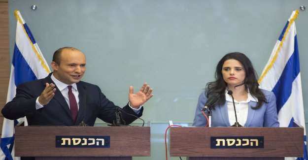 Two israeli ministers form new party