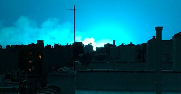 USA : Aliens? Ghosts? - New Yorker speculate about blue light in the night sky