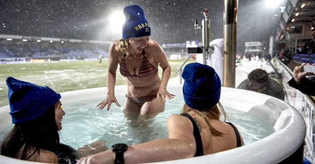 Unique football game: Only women in the stadium