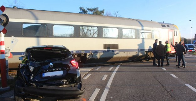 VIDEO. Small kerstwonder: director (87) does not have a single dent after blow against train in Zonhoven