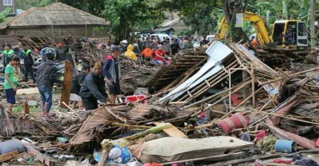 Videos from Indonesia: What the Tsunami left behind