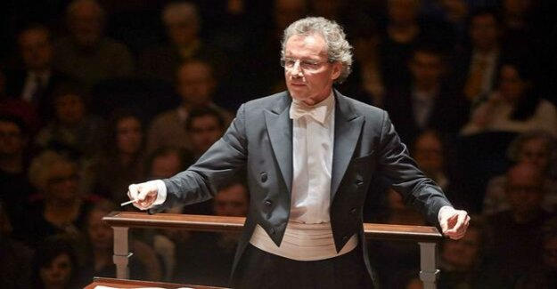 Vienna Philharmonic orchestra in the concert hall : the Perfect guests