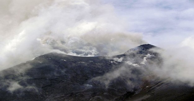 Volcanic eruption in Indonesia – ash spurting up