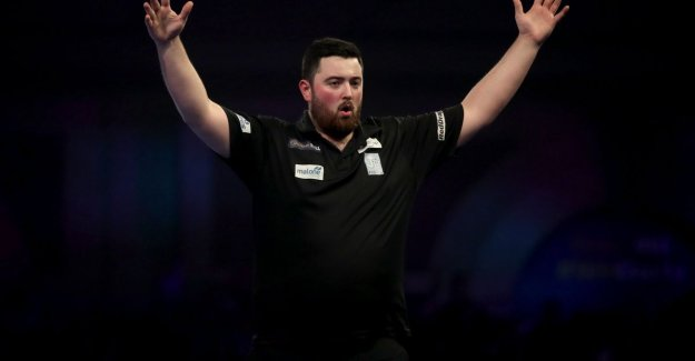 World champion Cross off in the last 16 at the world CHAMPIONSHIPS darts