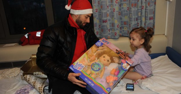 Yannick Carrasco conquers as santa Claus hearts of the kids in AZ Jan Portaels