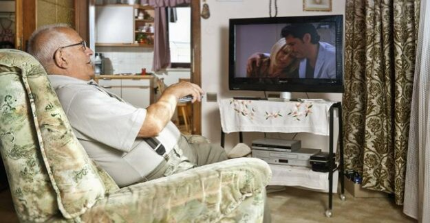 335 minutes per day : seniors save the TV