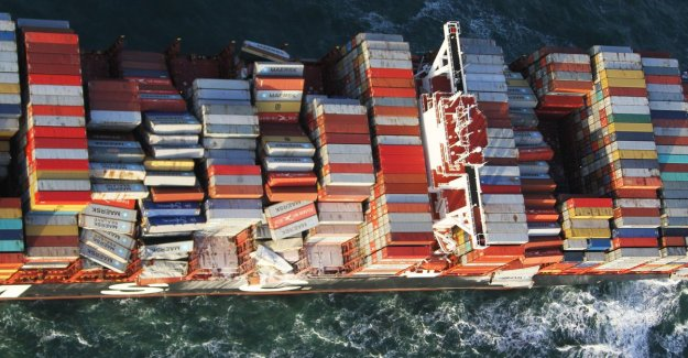 Also dangerous container with batteries overboard at Dutch Wadden