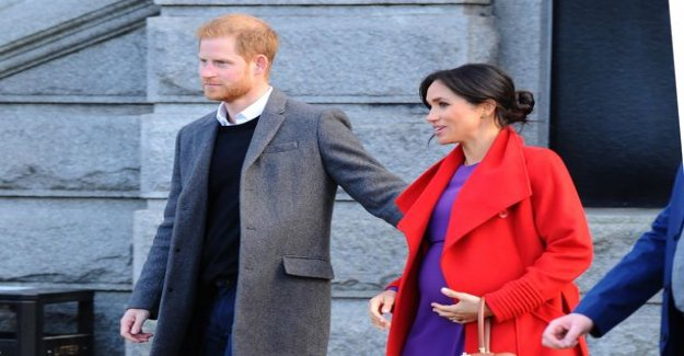 Analysis prince Harry's body language: the tight look and a bodyguard position to reveal the alpha dad - a gesture in a strong subliminal message stress