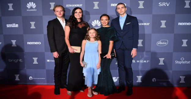 Anitra Ahtola brought almost the entire suurperheensä the red carpet - that big the kids have grown