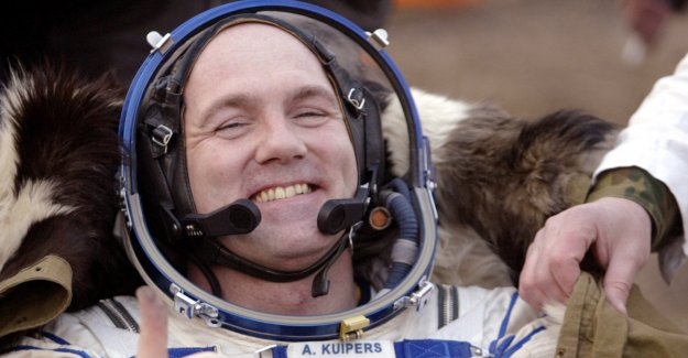 Astronaut-blister: Called 911 from outer space