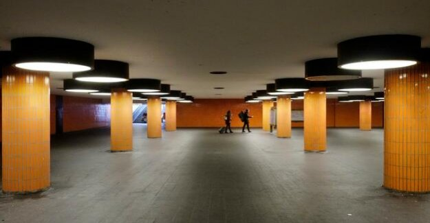 Berlin-Charlottenburg : Creepy Tunnel under the ICC? A Scent Of Paradise!