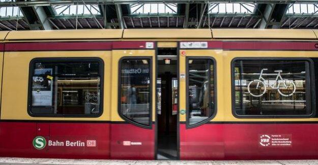 Between Zoologischer Garten and Lichtenberg : court ban on dangerous objects is tilting in S-Bahn
