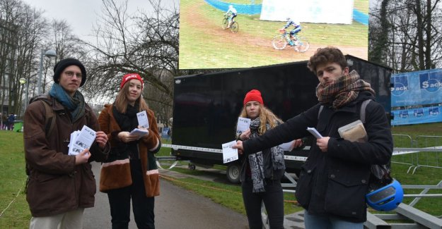 Blocking VUB-students perform action today against planned Cyclocross race on campus