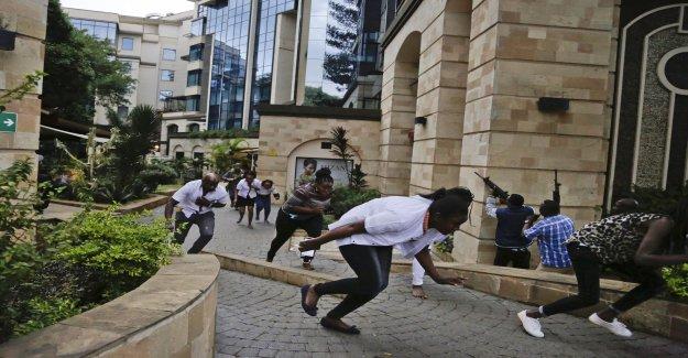 Bombexperter looking through the Nairobi-hotels