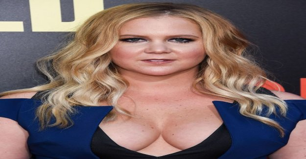 Comedian Amy Schumer takes the joy out of her pregnancy - cram became accomplices to design a tiny bathing suit