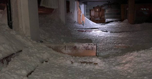 Dane-hotel hit by avalanche in Austria, Suddenly sounded a big bang