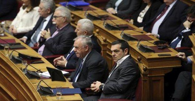 Dispute with Macedonia, Greek members are threatened