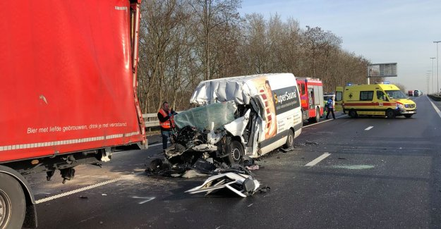 E34 direction Antwerp again after a major accident in Oelegem, driver truck died