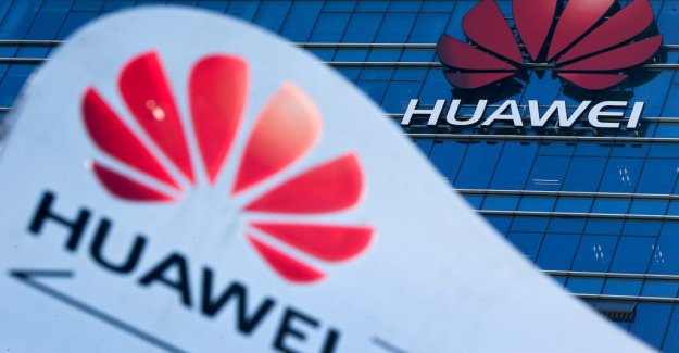 Employees at Huawei are penalized for new year's greetings with the Iphone