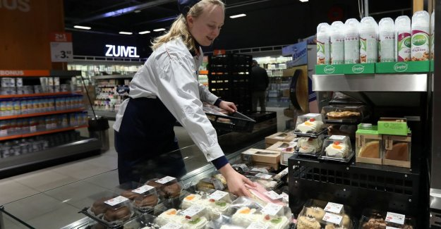 Farmers angry at Albert Heijn, because of cheap milk: marketing stunt on the hood of the farmers,