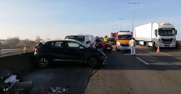 Four seriously injured in pile-up with 18 vehicles in France