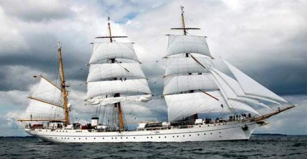 Gorch Fock-renovation: paint over it - done