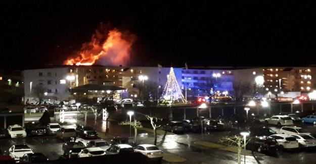 Heavy fire in an apartment complex – residents evacuated
