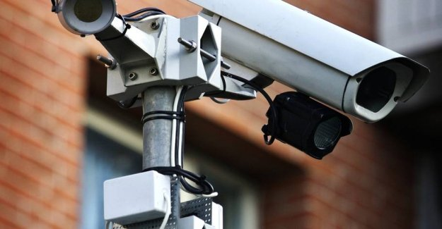 Here set up the police new cameras: - It is not England, it is here