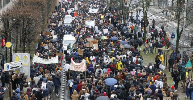 Huge turnout for second truancy for the climate: 12.500 young people walking protest march through Brussels