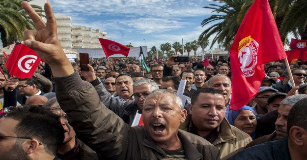 Hundreds of thousands of workers go on strike in Tunisia