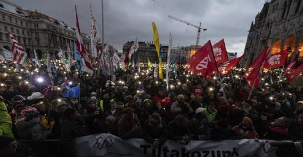 Hungary: thousands protest against Orban