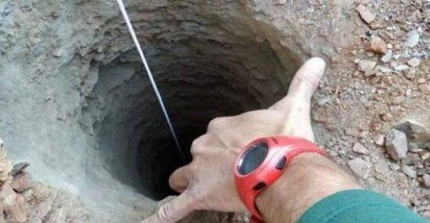 In spain, the ban of peutertje in frightening deep and narrow pit in Málaga