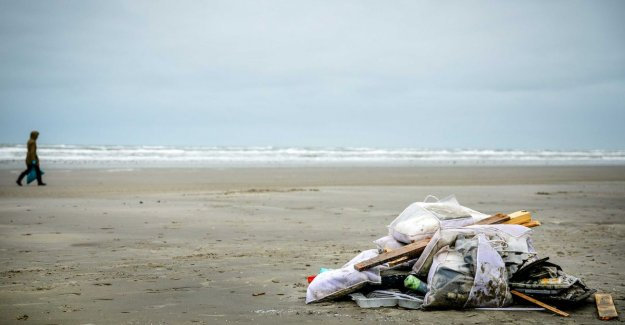 Islands largely clean, but for fear of more debris