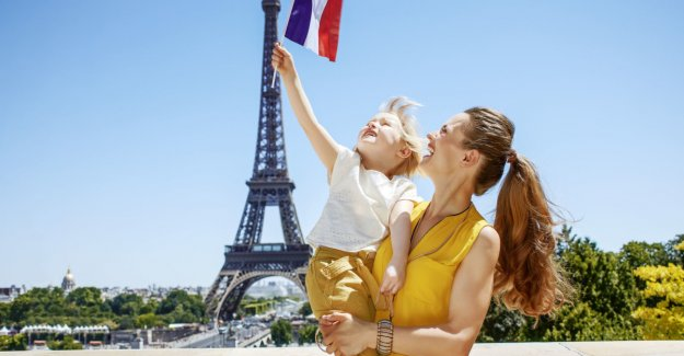 It is not easier for parents in France