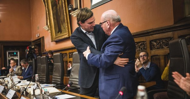 I've done here, I go to the reception hey: Termont let city council one last time, laughing at the swearing-in of new city council
