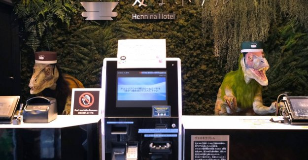 Japanese hotel chain relieve massive robots