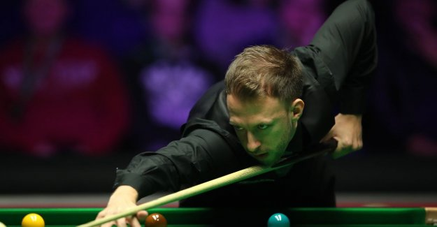 Judd Trump raft to the quarter-finals on the Masters snooker