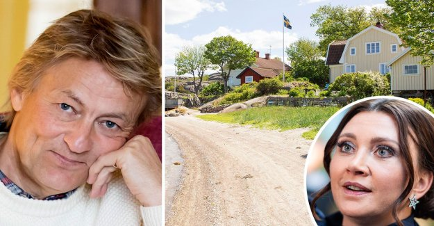 Lars Lerins new dream home – become neighbor with Camilla Läckberg