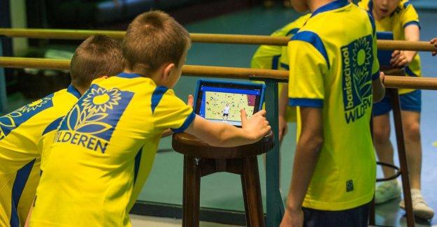 Limburg sportleerkrachten develop SAM, a digital turnleraar for home