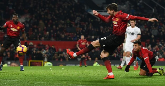 Lindelöfs first goal rescued Manchester United