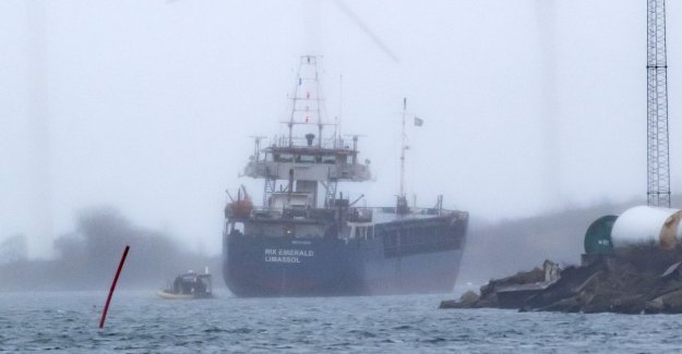 No leaks from grounded ship