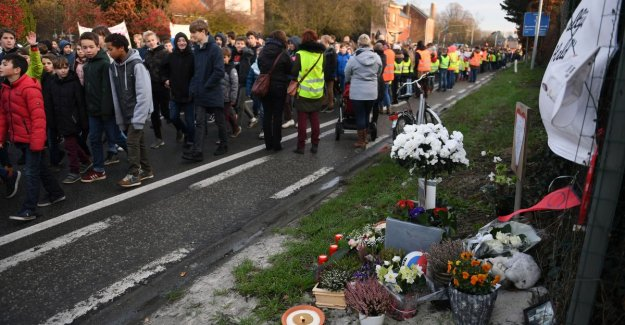 Of 3,500 students to the streets against moordstrookje on N21 in Haacht