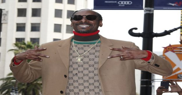 On the road at christmas time abandoned dog video touch - rapper Snoop Dogg offers home