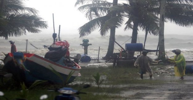 Pabu k proceeds in Thailand - one dead, the trees and electric poles fallen