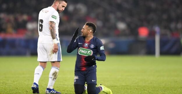 Paris fears for his star player : yet again: a suspected broken foot at Neymar