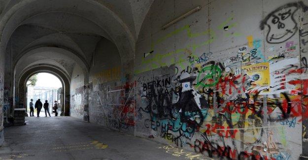 Plans for Zurich barracks area burst