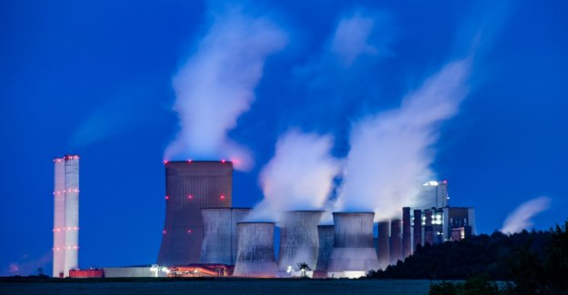 Report: Merkel pulls out negotiations on carbon exit to