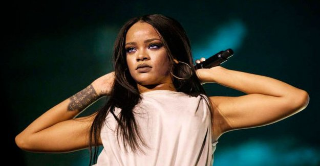 Rihanna is suing her father - makes use of the family name