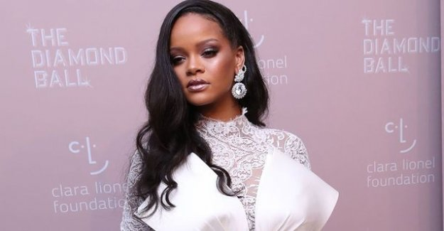 Rihanna sued her father to court