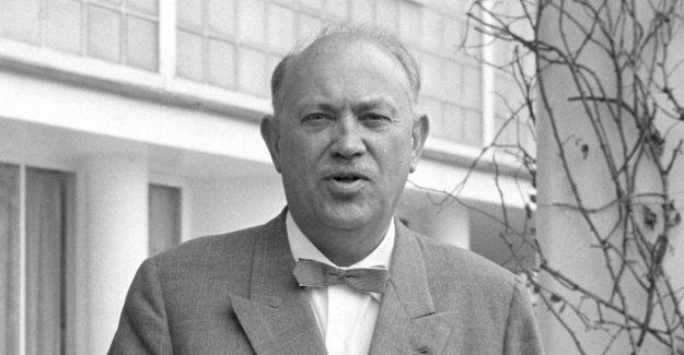 - Rolf E. Stenersen was a smiling manipulator